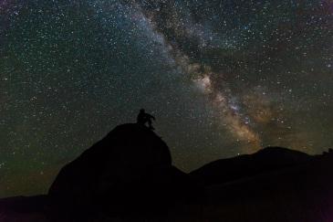 milky-way-rocks-night-landscape